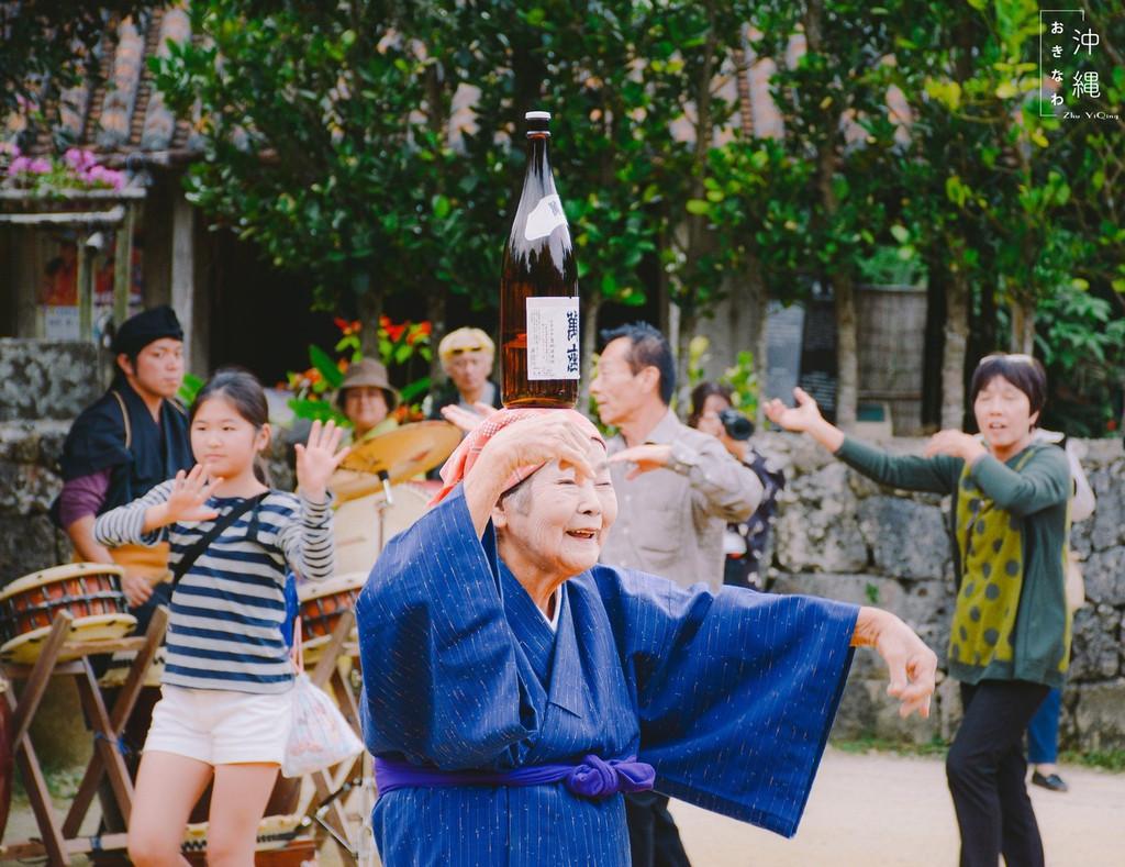 琉球人_在欣赏琉球舞时,她的出现让在场的人都为之惊讶.