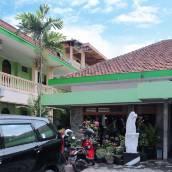 雅加達艾里日惹梅爾甘桑普拉威洛塔曼二巷 71 號酒店