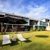 澤恩薩拉河濱公園度假酒店
