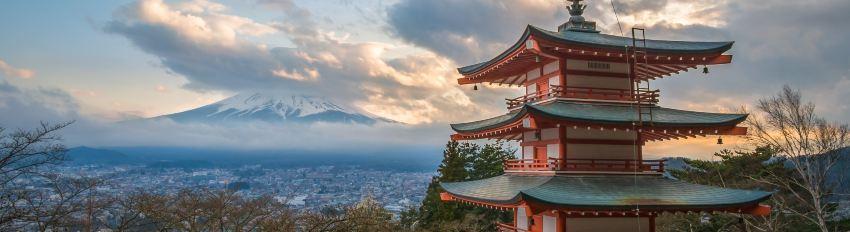 日本 富士山 忠靈塔日落