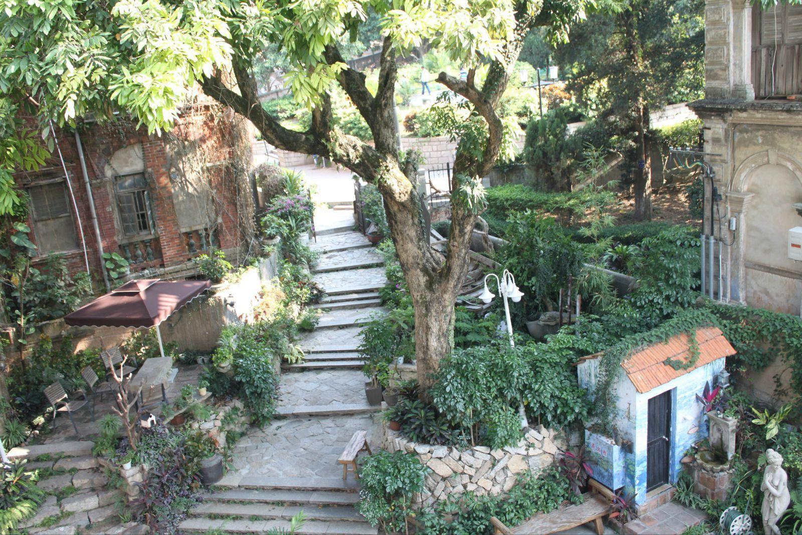 画廊旅馆_俯瞰画廊旅馆小花园