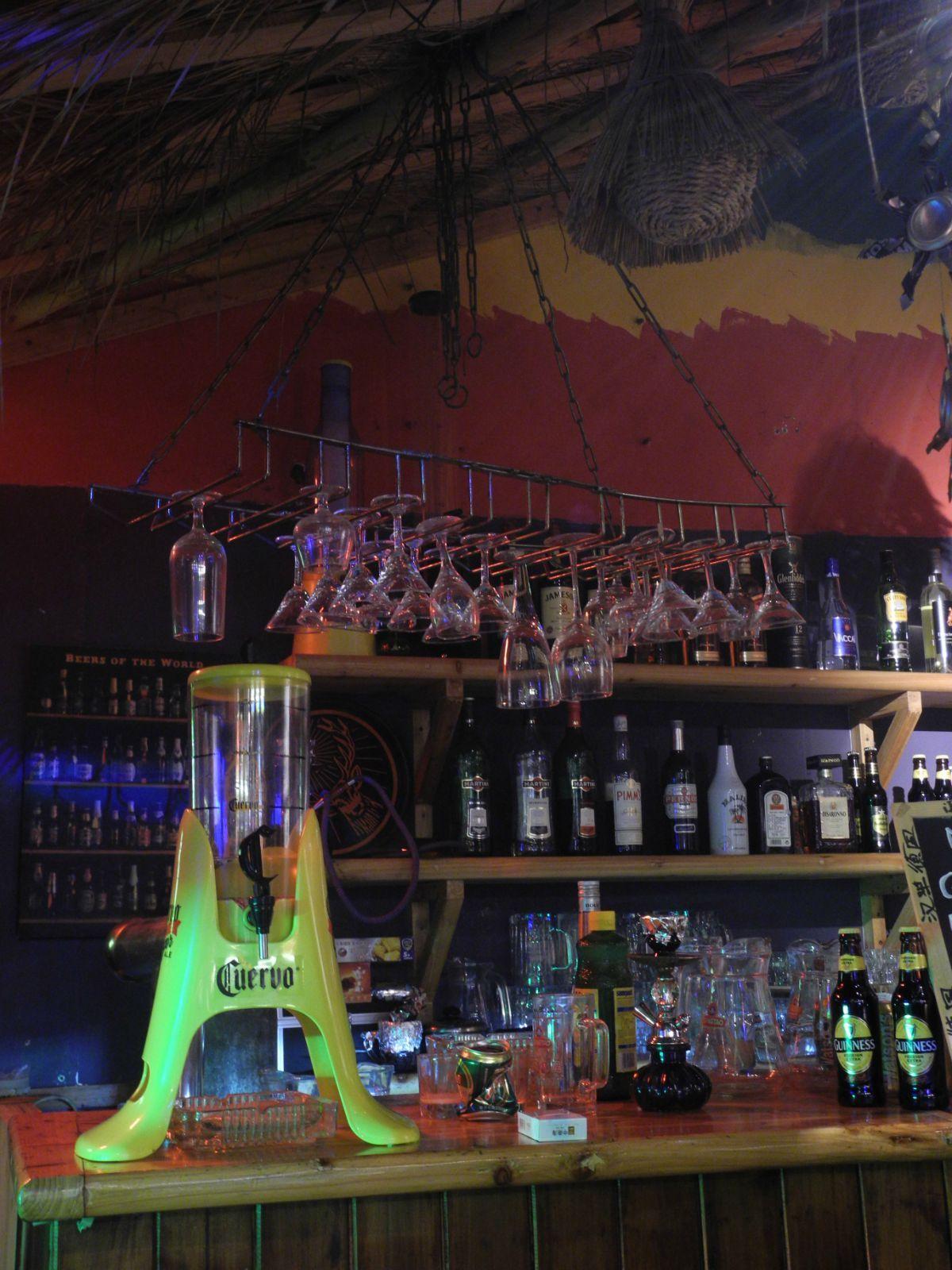 旁边似乎还有个阳朔故事,似乎也是这种相对比较安静的酒吧,就喝喝酒听
