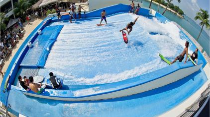 曼谷人造冲浪乐园